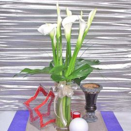 10 Cala lily With Glass VaseVase