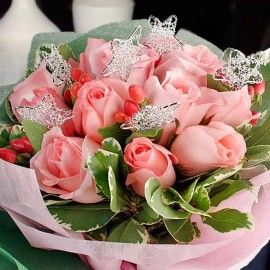 12 Peach Roses With Wired Star Hand Bouquet