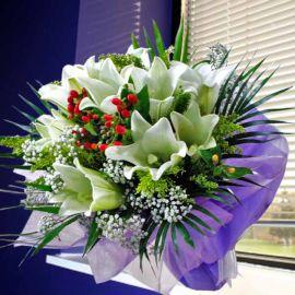 9 White Lily Handbouquet