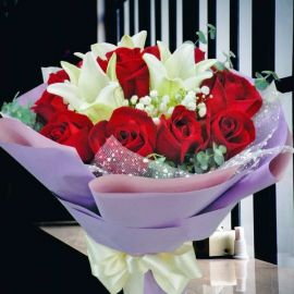 3 lily with 12 Red Roses Handbouquet