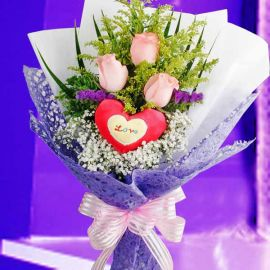 3 peach Roses hand bouquet with Heart-Shape tag.
