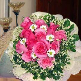 12 Bandong Pink Roses Handbouquet