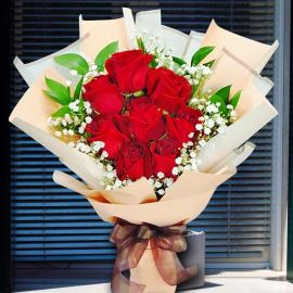 8 Red Roses Special Wrapping Hand Bouquet