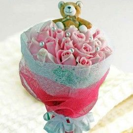 Small Bear & Maria Pink Roses Bouquet Delivery